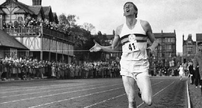 Atletica: si è spento Roger Bannister, il primo uomo sotto i 4 minuti sul miglio