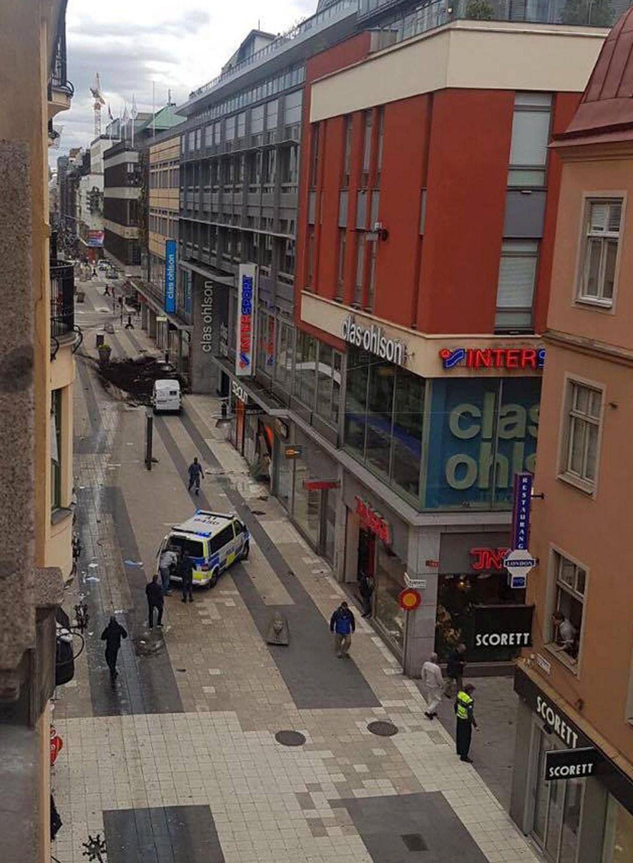 Sangue a Stoccolma: camion contro la folla