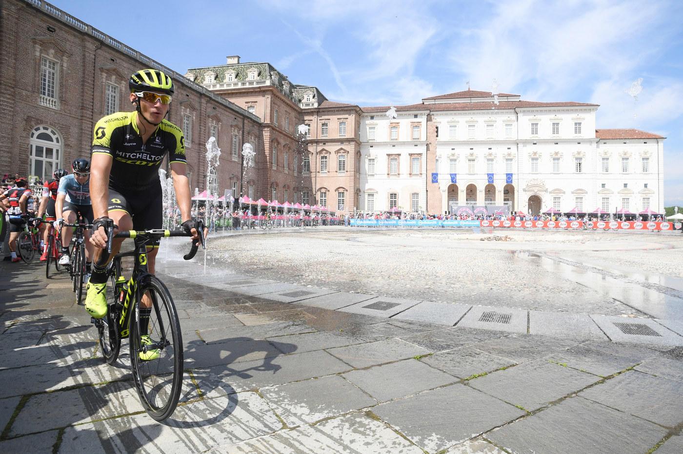 Giro: impresa di Froome, è maglia rosa
