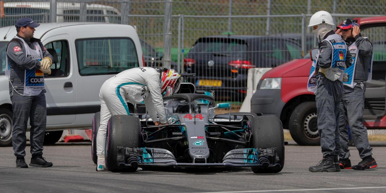 F1, Mercedes ko: Hamilton la spinge