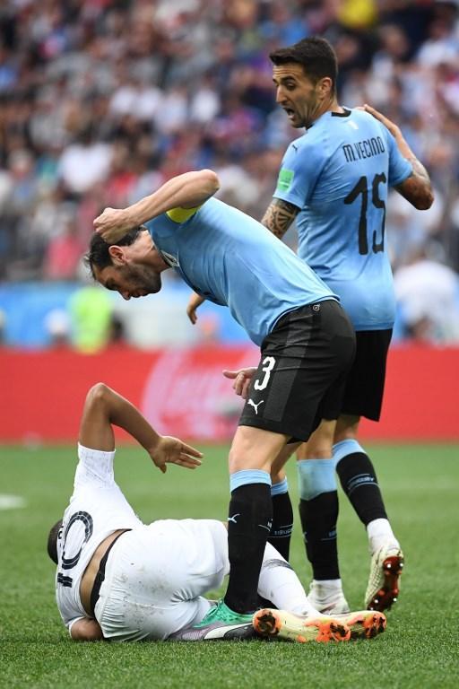 Godin minaccia Mbappé durante Francia-Uruguay, quarti di finale dei Mondiali (6 luglio)