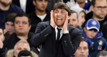 Conte, dribbling mal riuscito e 'scivolone': il quasi autogol dell'allenatore del Chelsea