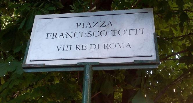 Roma, tifosi intitolano piazza a Francesco Totti