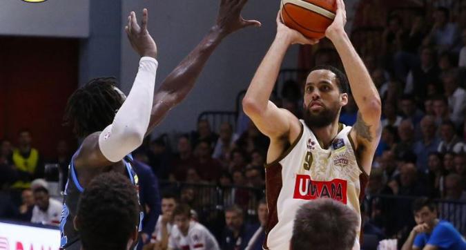 Basket, playoff: Venezia cade nel quarto periodo, la battaglia del PalaRadi va a Cremona