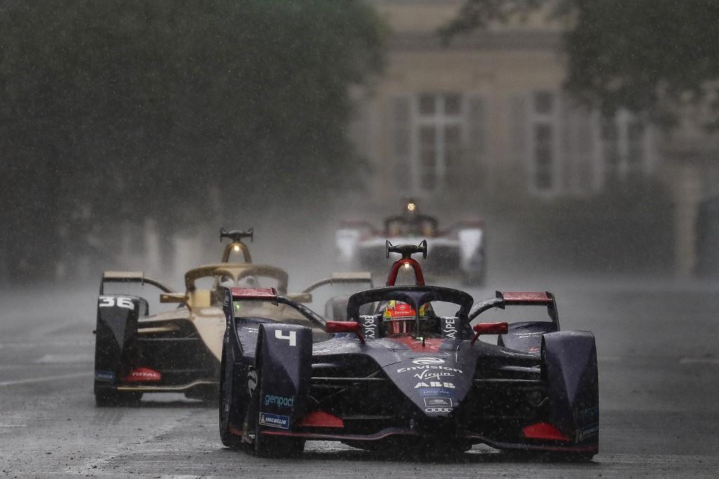 L'olandese vince una gara ricca di colpi di scena