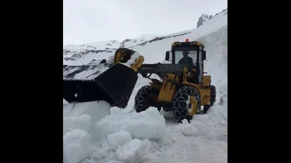 Giro, 4 metri di neve sulle Alpi