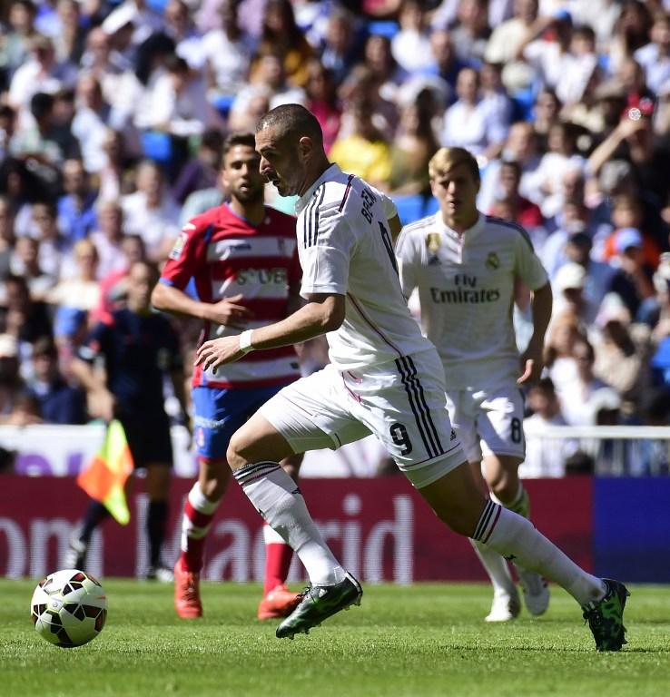 Incredibile prova di forza del Real Madrid che nel lunch-match della 29.a giornata della Liga umilia 9-1 il Granada, squadra di proprietà della famiglia Pozzo. La formazione di Ancelotti festeggia la Pasqua in maniera esagerata e riscatta così la sconfitta di due settimane fa nel Clasico col Barcellona, comunque in testa alla classifica. Spaventosa prova di Cristiano Ronaldo che segna addirittura 5 reti, 3 nel solo primo tempo tra il 30' e il 38'. A segno anche Benzema (3) e Bale più un'autorete.<br /><br />