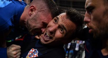 La Croazia esulta e travolge il fotografo: il risultato è... strepitoso | Le foto dal cuore della festa