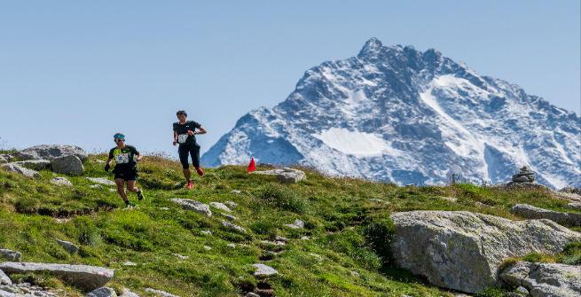 La foto dell'anno: due uomini e una montagna