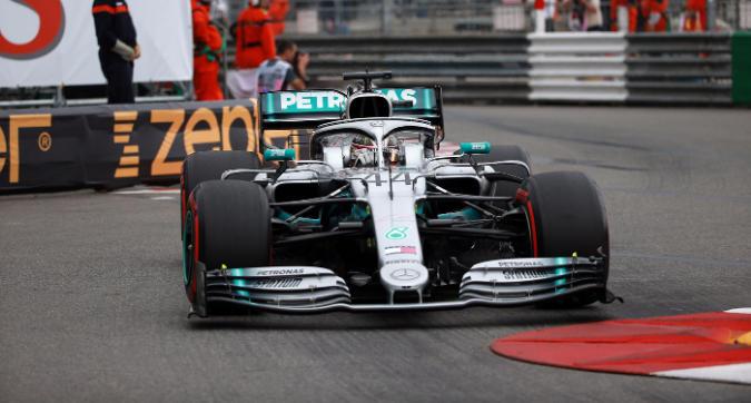 F1, dominio Mercedes in FP2