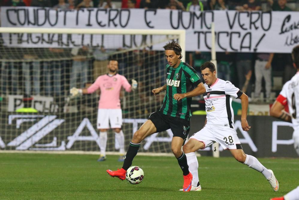 Nel secondo anticipo della 34.ma giornata di campionato, Sassuolo e Palermo non vanno oltre lo 0-0 al termine di una partita nella quale nessuna delle due ha avuto voglia di rischiare. Zaza sfiora il vantaggio al 66' con un sinistro fuori di un soffio, Dybala replica al 69' ma manda a lato di testa. La squadra di Iachini sale a quota 43 punti in classifica, gli emiliani ipotecano la salvezza con 37 punti.<br /><br />