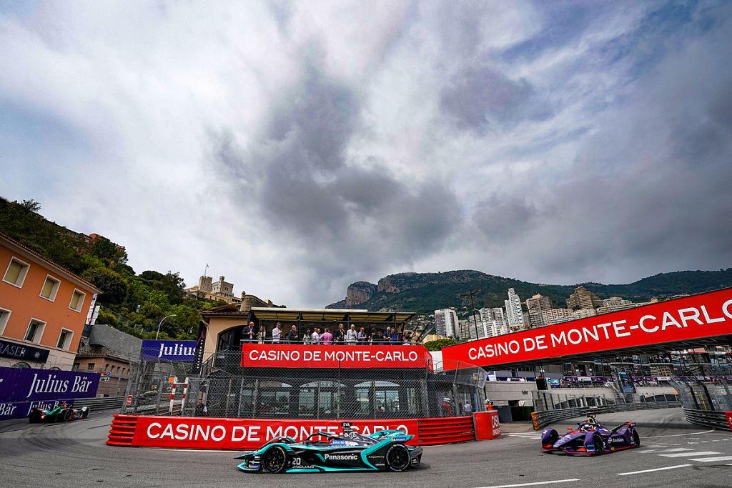 Un campionato che rimane apertissimo, con i primi dieci piloti in classifica racchiusi in soli 33 punti