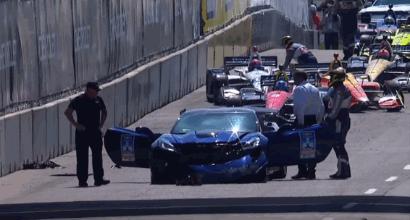 Indycar, assurdo incidente a Detroit: lo schianto della pace car