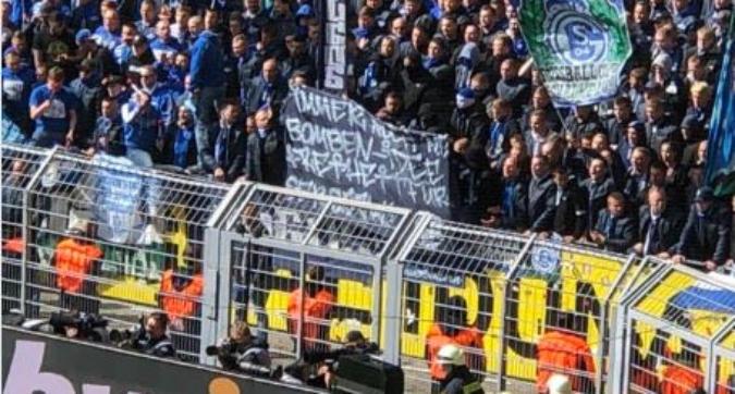 """Derby della Ruhr, tifosi Schalke pro-attentatore: furia Bartra, """"Inaccettabile e triste"""""""