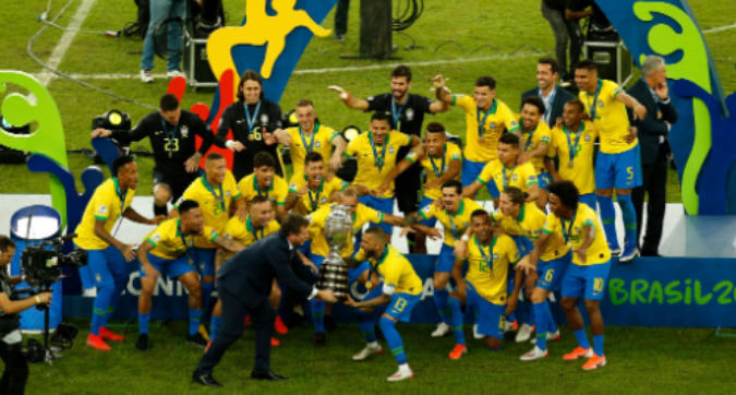 Brasile, festa e punture a Messi: Dani Alves miglior giocatore della Copa America