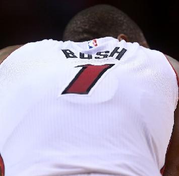 Nba: gli Heat salutano Chris Bosh e ritireranno la maglia numero 1