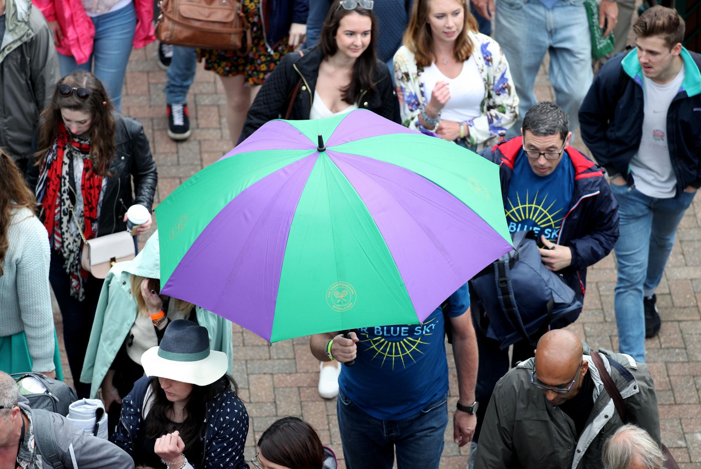 Wimbledon, la pioggia non dà tregua