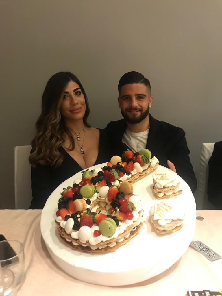 Lorenzo Insigne (Napoli) con la moglie Jenny Darone a Villa Diamante