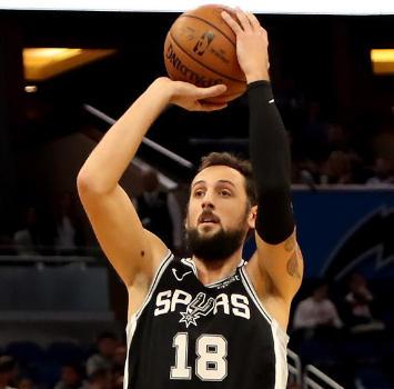 Nba: quarta vittoria consecutiva per gli Spurs di Belinelli, Harden ne mette 38 ma Houston va ko