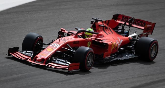 F1, Schumi jr vola nei test
