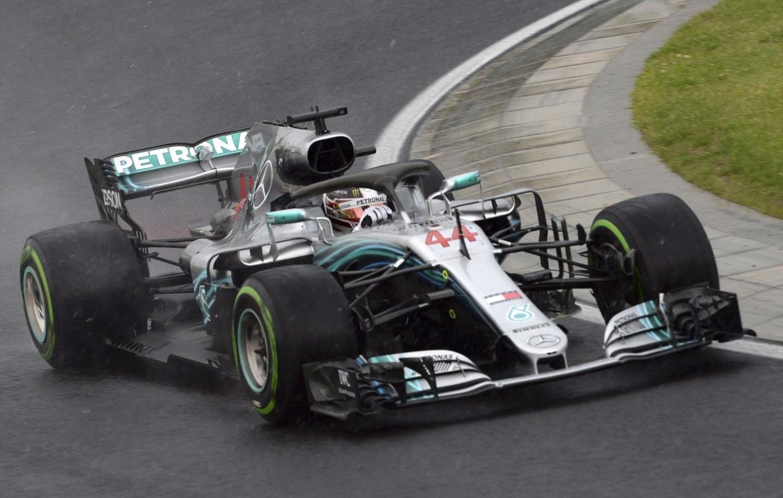 F1, pole bagnata di Hamilton in Ungheria