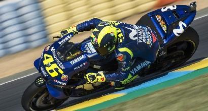MotoGp, Rossi show al Mugello: pole davanti a Lorenzo e Vinales
