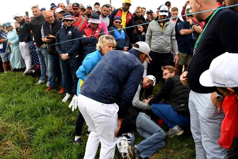 Ryder Cup, spettatrice sfortunata: Koepka sbaglia e la colpisce