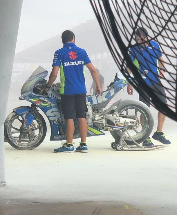 MotoGP, a fuoco la Suzuki di Rins