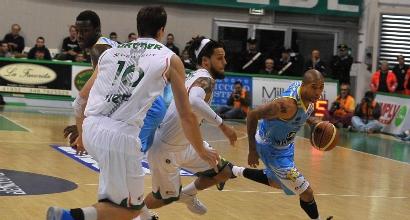 Basket, Milano comincia con una sconfitta. Bene Varese, Roma, Cantù e Siena