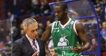 Basket: Siena batte Sassari in volata