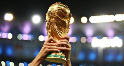 Mondiali 2018: Lahm consegna la Coppa con Natalia