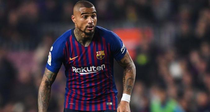 Barcellona, il tifoso provoca e Boateng gli risponde