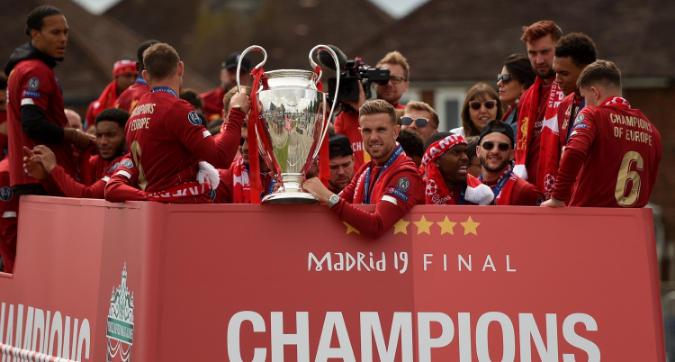 Il Liverpool torna a casa con la Champions: esplode la festa