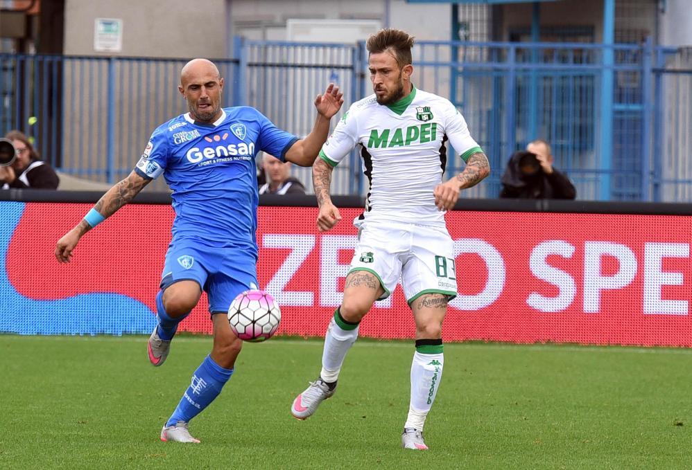 Un gol di Maccarone, a due minuti dal termine, regala all'Empoli un prezioso e meritato successo contro il Sassuolo. Al Castellani finisce 1-0 per i toscani (rimasti in 10 al 90' per l'espulsione di Zielinski ), che conquistano i tre punti grazie a un colpo di testa dell'attaccante su azione d'angolo. Prova negativa per la squadra Di Francesco, mai pericolosa in tutta la gara e al primo k.o. in stagione.<br /><br />
