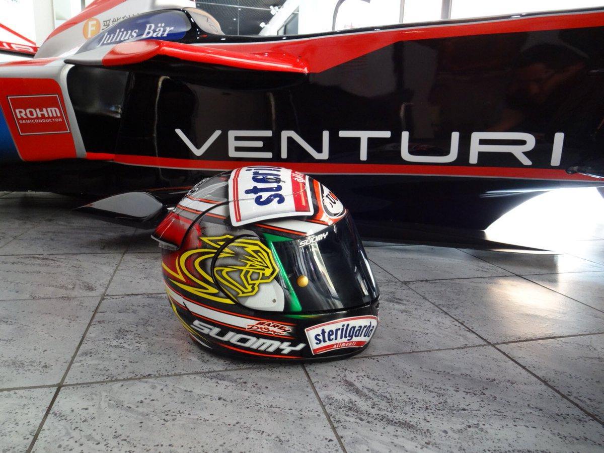 """Max Biaggi si tuffa nel mondo della Formula E. In attesa dell'E-Prix di&#160;Roma del 14 aprile, grande esclusiva di Sportmediaset, l'ex centauro si è messo al volante del simulatore del&#160;Team Venturi:&#160;""""Una giornata particolare"""", ha commentato su Twitter.<br /><br /><br />"""
