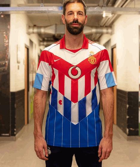 Van Nistelrooy, che stile: una maglia per tutte le squadre in cui ha giocato