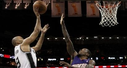 Nba: Parker trascina gli Spurs, in ombra Belinelli