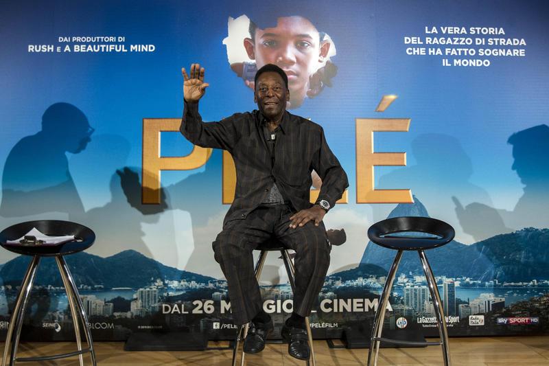 Pelé presenta il suo film a Milano