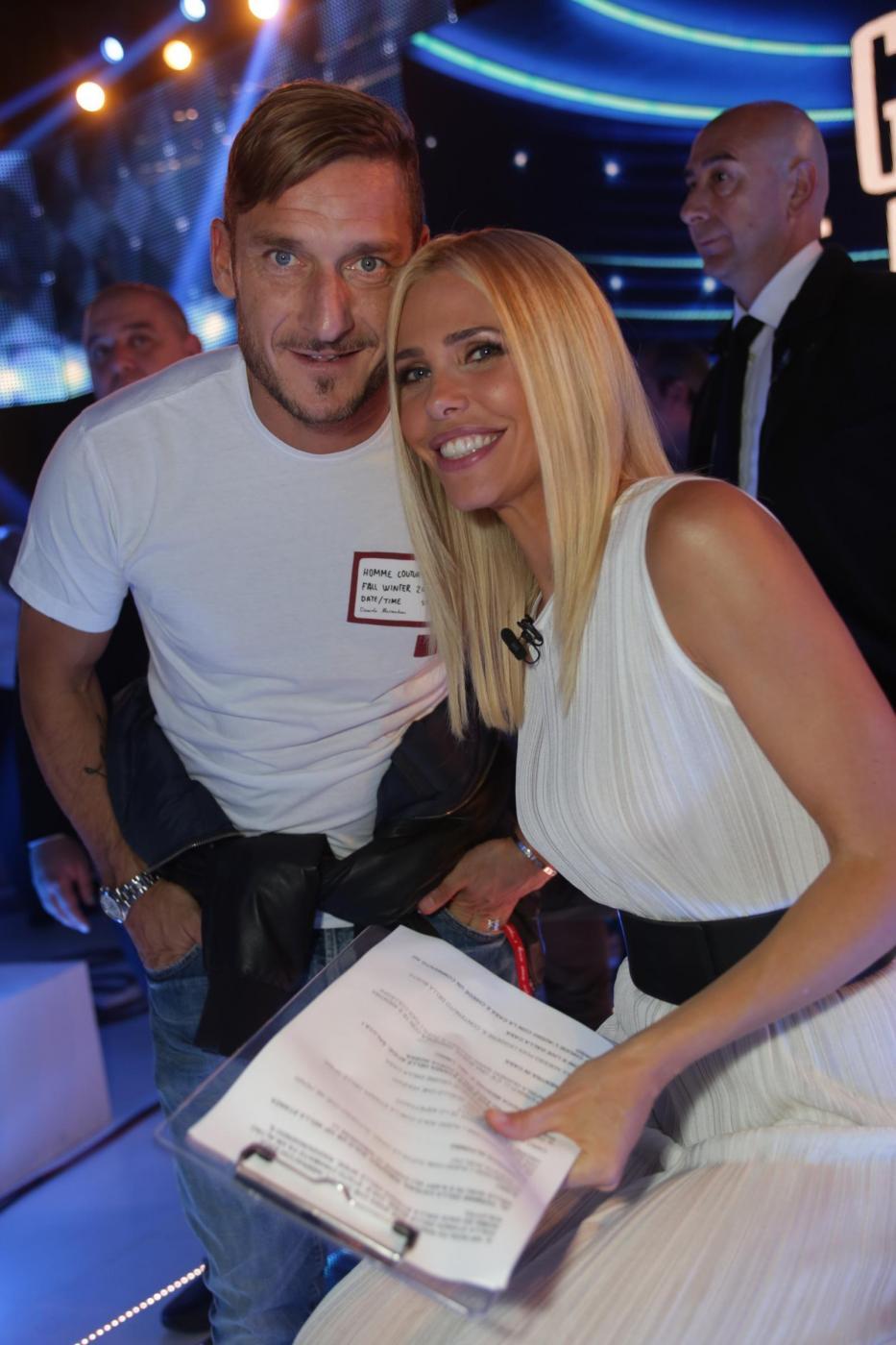 """Totti al """"GF Vip"""": in studio a tifare per Ilary"""