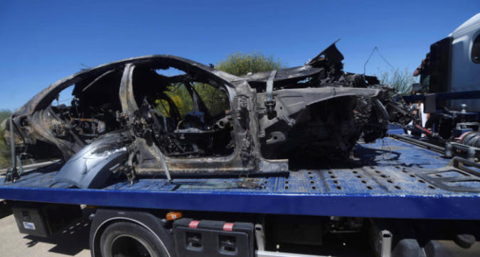 Reyes, l'auto è andata in fiamme