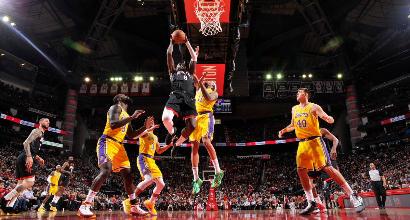 Basket, Nba: i 48 del solito Harden stendono i Lakers, tutto facile per Denver e Toronto