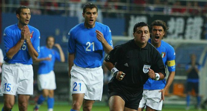 """Mondiali 2002, tutta la verità di Byron Moreno: """"Trapattoni codardo, su Totti niente rigore"""""""