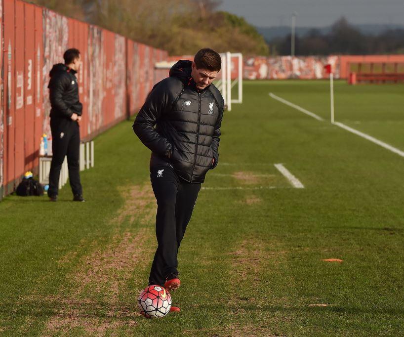 Gerrard torna al Liverpool: primo giorno da allenatore