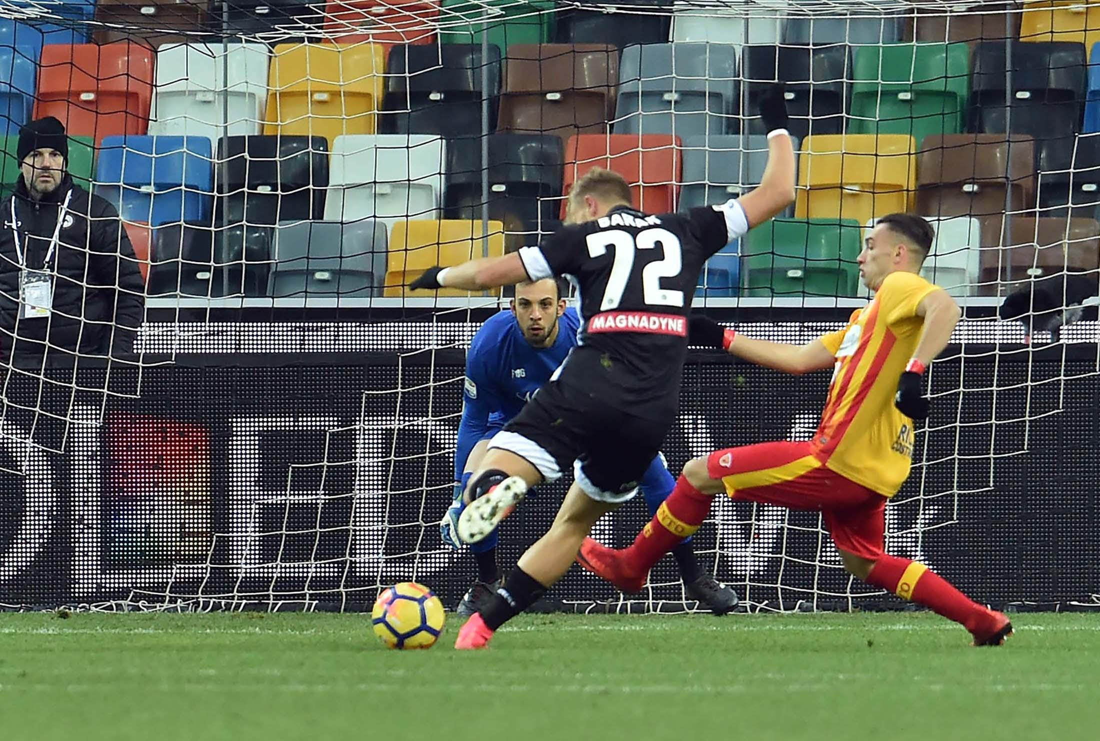 Serie A, Udinese-Benevento 2-0