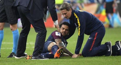 Brasile, paura per Dani Alves: infortunio al ginocchio, Mondiale a rischio