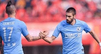 Il Napoli batte il Salisburgo: arriva la splendida reazione di Marek Hamsik!