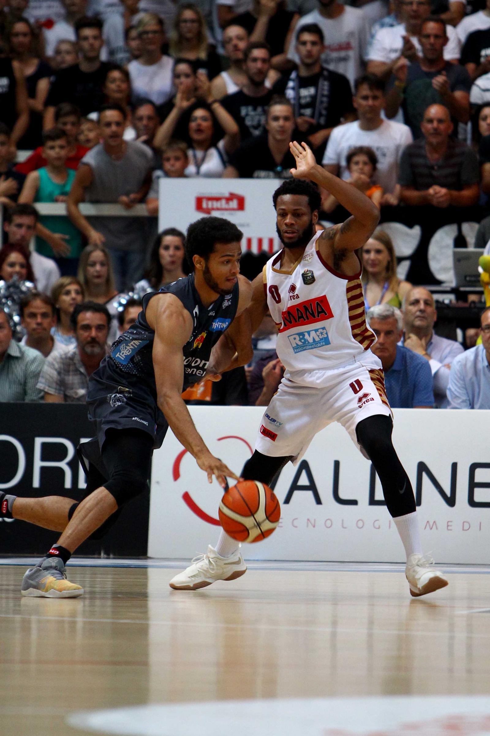 Basket, Venezia campione