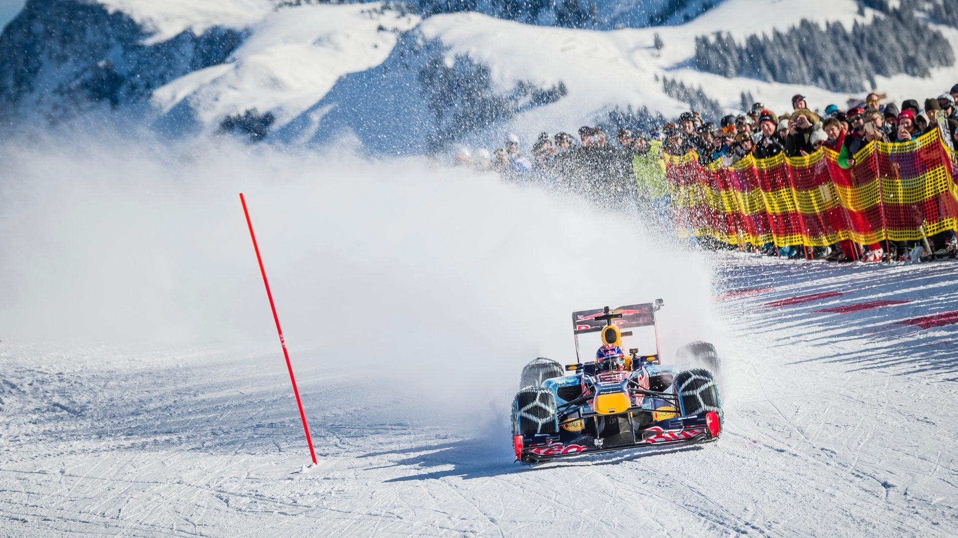 Gennaio 2016. Max Vestappen si cimenta sulla mitica pista di Kitzbuehel con una discesa alla guida della sua Red Bull.