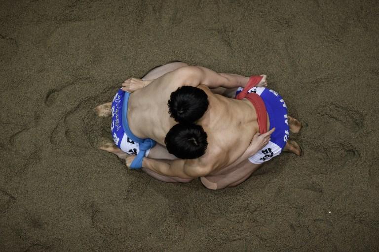 Due lottatori coreani durante il Korea Open Ssireum Festival ad Andong (19 novembre)
