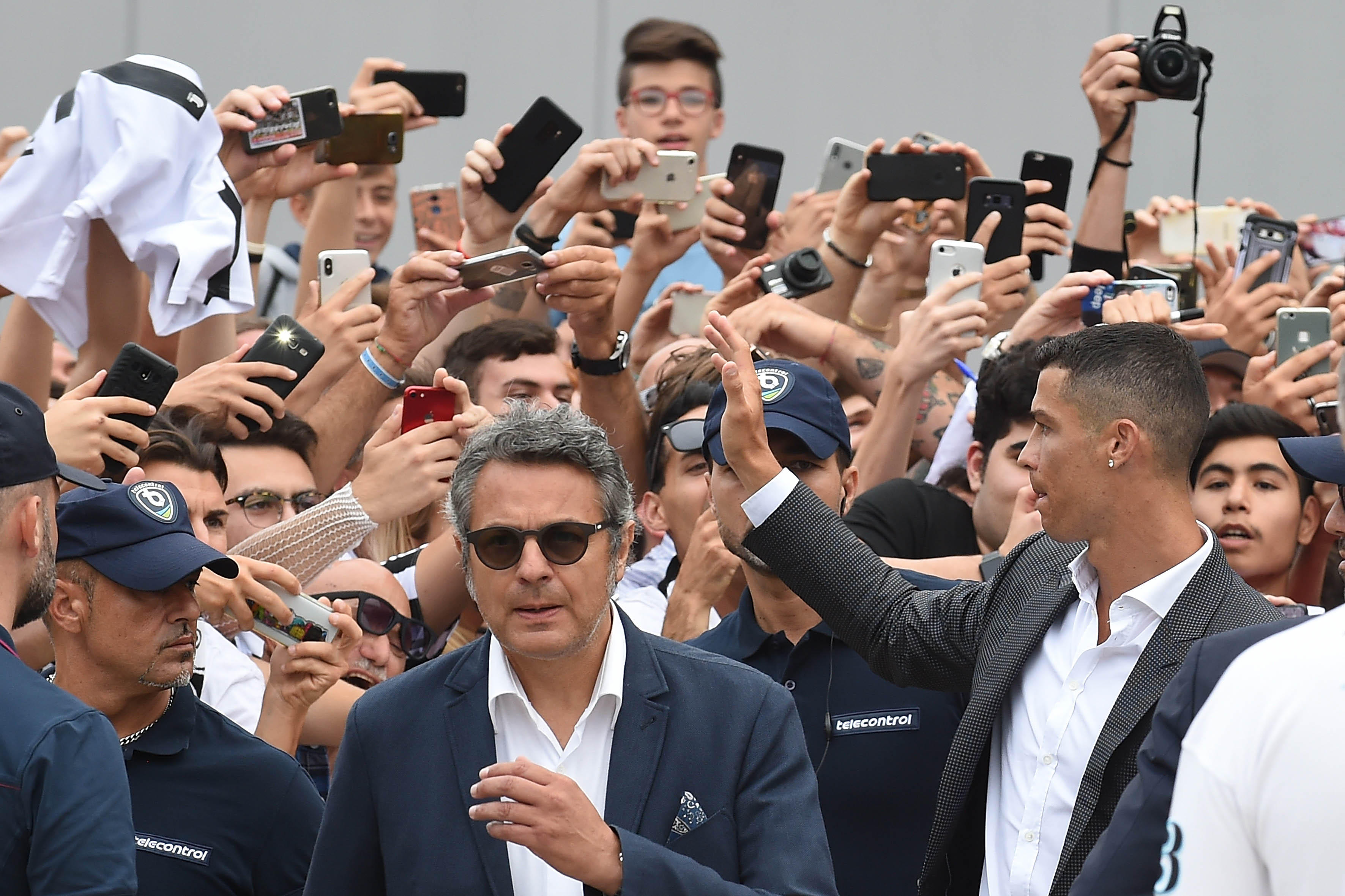 16 luglio - bagno di folla per CR7, che incontra per la prima volta i tifosi della Juve